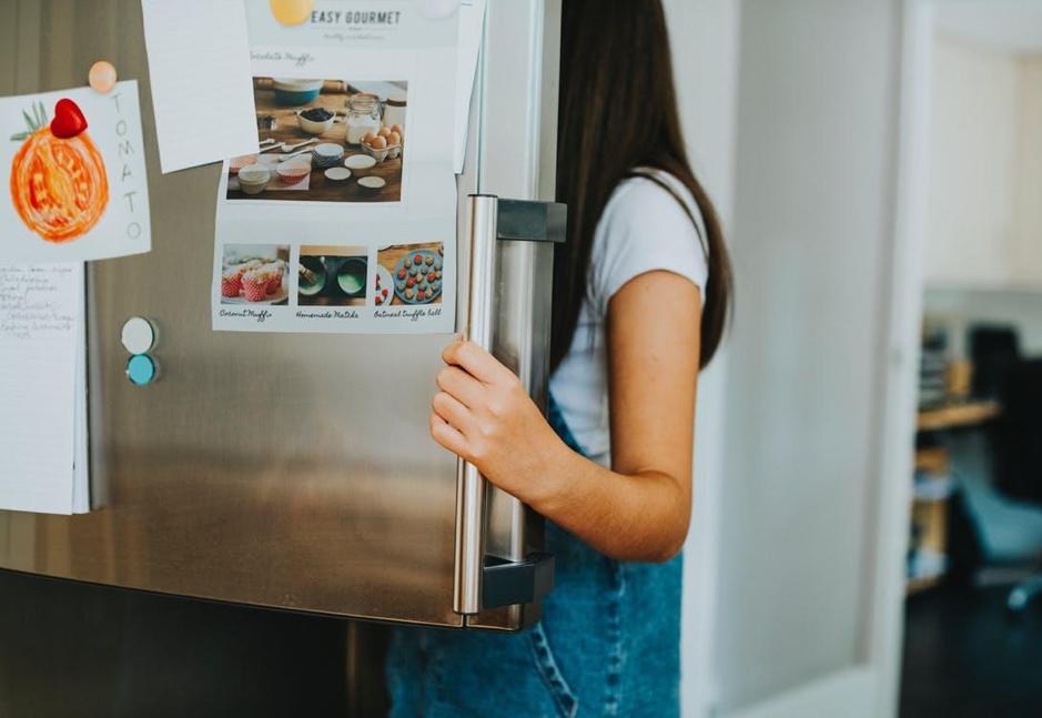 how to move a fridge or freezer preparation and moving movingwaldo. Black Bedroom Furniture Sets. Home Design Ideas
